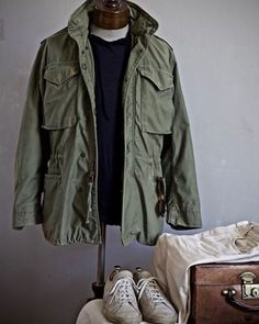 Colour combinations, from casual to formal  1. Green, cream and navy  We start with a very casual outfit (for me, anyway). A green Vietnam-era M65 jacket, worn with navy sweater, cream denim and my beaten-up Common Projects.  As mentioned in our post on trousers to wear with grey jackets, cream is a fantastically useful trouser colour, but not easy to wear in England (where it is rarely consistently bright and sunny). White denim is even harder, as it has associations all its own. But this…