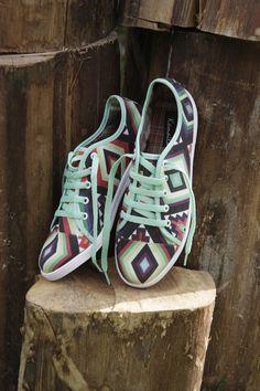 Tenis azteka de @KamailaAccesorios Hermosos!  #kamaila #hechoencolombia #trendy #shoes #zapatos #tenis #photoshoes #accesorios #fashion #fabrics #print