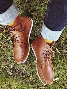 Men's fall fashion | Brown leather boots + jeans.