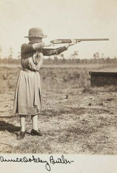 Vintage Pictures, Old Pictures, Old Photos, Annie Oakley, Vintage Cowgirl, Le Far West, History Photos, Beauty Photos, Old West