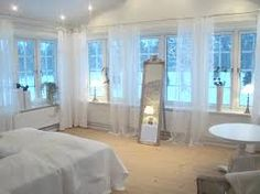 Bildresultat för gardiner i hörn