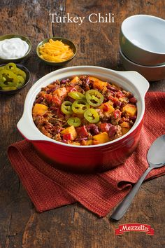 Once the weather cools down, there is nothing like a warm bowl of chili. We added the flavors of November and created a delicious Turkey Chili topped with spicy jalapeños. Learn how to curl up with this here. Chili Recipes, Turkey Recipes, Crockpot Recipes, Soup Recipes, Dinner Recipes, Cooking Recipes, Healthy Recipes, Drink Recipes, Recipies