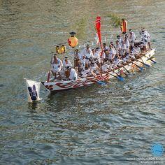 Un bateau durant le festival de la Tenjin Matsuri qui se déroule fin juillet à…