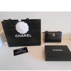 Tip: Chanel Small leather good (Black)