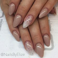 Are you looking for interesting and pretty graduation nails designs to look ideal at the ceremony? See our photo gallery to pick.
