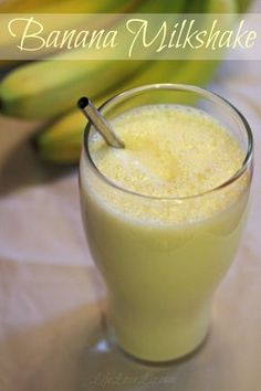 Classic Banana Milkshake – Amazing World Food and Recipes Homemade Milkshake, Banana Milkshake, Milkshake Recipes, Smoothie Recipes, Milkshake Bar, Protein Recipes, Homemade Ice, Healthy Recipes, Milk Shakes