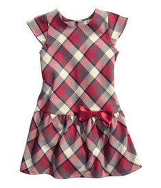 So ordering it! Cotton Frocks For Kids, Frocks For Girls, Little Girl Dresses, Kids Dress Patterns, Frock Patterns, Sewing Patterns, Baby Dress Design, Frock Design, Mode Batik