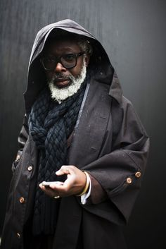 I love this guy, his white beard, his glasses and his giant, cozy scarf