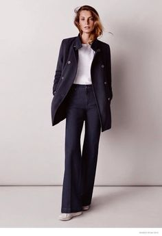 Daria Werbowy in a classic coat & high-waisted flares #style #fashion