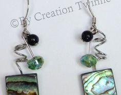 sage bleu vert spirales boucles d'oreilles, organza, cadeau de Noël, funky boucles d'oreilles, boucles d'oreilles de demoiselles d'honneur, cadeau de la mère, bijoux de mariage,