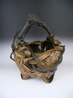 JAPANESE EARLY 20TH CENTURY BAMBOO FLOWER BASKET WITH NATURAL WISTERIA HANDLE AND DECORATION - Oriental Treasure Box