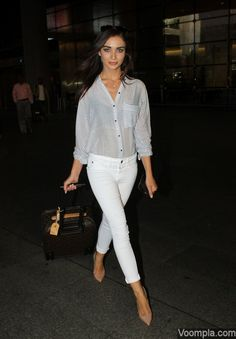 Spied at the airport heading for my last shoot before Summer ✈️ Uni Outfits, Trendy Outfits, Bollywood Celebrities, Bollywood Actress, Saturn Girl, Celebrity Airport Style, Amy Jackson, Western Outfits, Actress Photos
