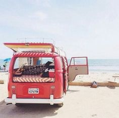 red vw bus (van) at the beach Volkswagen Transporter, Vw Camper, Transporteur Volkswagen, Vw T1, Kombi Trailer, Kombi Motorhome, Campervan, Vw Beach, Beach Bum