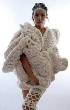Johan Ku sculptural #knit (www.johanku.com)