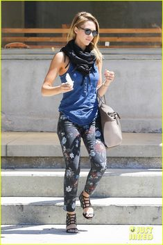 Full Sized Photo of jessica alba gun training 26 Spring Outfits, Winter Outfits, Casual Outfits, Jessica Alba Pictures, Jessica Alba Style, Actress Jessica, Mom Style, Star Fashion, What I Wore