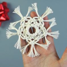 ❄️ Macrame Snowflake ❄️ For those that want a heads start on their Christmas crafting - tutorial now available for this adorable Macrame… Macrame Art, Macrame Design, Macrame Knots, Macrame Supplies, Macrame Projects, 12 Days Of Christmas, Christmas Crafts, Christmas Decorations, Art Macramé