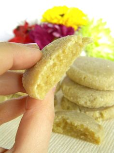 "Almond-Macadamia ""Sugar"" Cookies - #glutenfree from addictedtoveggies.com"