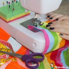 Learning how to sew can be an intimidating task but Andrea is here with pictured instructions and easy step-by-step instructions on how to use a sewing machine… Mug Rug Tutorial, Sewing Machines Best, Mug Rugs, Learn To Sew, Sewing Projects, Sewing Ideas, Step By Step Instructions, Needlework, Mugs