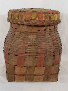 Splint Ash New England Potato Stamp Basket, by New Haven Auctions - 1735563 Old Baskets, Woven Baskets, Vintage Baskets, Basket Weaving, Potato Stamp, Bee Skep, Art Watch, New England, Homestead