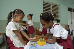 Niñas de preescolar en su escuela de Guantánamo, Cuba