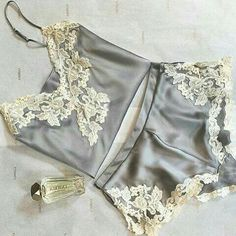 I wish I could wear a version of this set everyday of my life.  @Regrann from @jujuknowslingerie  -  Good Morning with a classic beauty !!! Via @soholaperlagirl #lingerie #lingerielover #lingerieaddict #luxurylingerie #silk #model