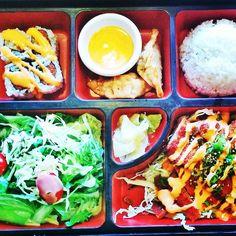 Found myself in a #bentobox #japanesefood #sarayosauce #foodie #foodart #foodporn #sarayo #howisummer #dips #sushi #dumplings #salad #foodheaven #foodstagram