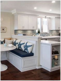 White Kitchen Decor, Kitchen Decor Themes, Home Decor Kitchen, Kitchen Interior, Home Kitchens, Kitchen Ideas, Country Kitchen, Orange Kitchen, Rustic Kitchen