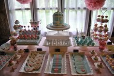 Candy bar in soft pink and blue. Little birds and birdcage biscuits, popcakes and cupcakes. Mesa de dulces en azul y rosa pastel con motivos de pajaritos. Candy Bar Princesas, Candy Bar Bautizo, 15th Birthday, Birthday Parties, Mesa Candy Bar, Baby Shower, Happy B Day, Dessert Table, Ideas Para
