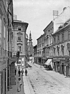 Ventúrska ulica. | Nový Čas Bratislava Slovakia, Old Street, Architecture Old, History Photos, Beautiful Buildings, Prague, Old Photos, Street View, Black And White