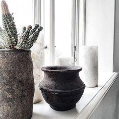 Instagram foto door frustilista - Props. #frustilista#jennyhjalmarsonboldsen#home#interior#usedbyfrustilista#stilista#props#pots#candlehold...