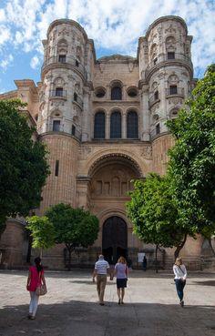 Málaga, Fachada lateral de la Catedral, con la puerta por la que en la actualidad se accede al templo | C.Jordá