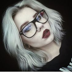 Gonna love that hair! And make-up. piercings and glasses. Beauty Makeup, Hair Makeup, Hair Beauty, Prom Makeup, Photographie Portrait Inspiration, Grunge Makeup, Hair Inspo, Makeup Inspiration, Makeup Ideas