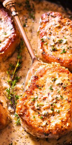 These Pork Chops in Creamy Garlic Sauce for Dinner Creamy Low Carb Pork Chops (Gluten Free)Creamy Low Carb Pork Chops (Gluten Free) Pork Recipes, Cooking Recipes, Healthy Recipes, Recipies, Creamy White Wine Sauce, Creamy Sauce, Dry White Wine, Boneless Pork Chops, Sauce For Pork Chops