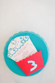 sprinkle cupcake invitation tutorial and free printable sprinkles scrapbook paper Cupcake Invitations, Birthday Invitations, Invitation Ideas, Birthday Crafts, Birthday Parties, 2nd Birthday, Birthday Ideas, Sprinkle Cupcakes, Family Crafts
