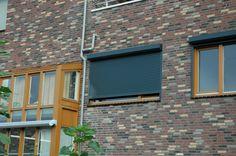 Antraciete rolliuken zijn stoer! Outdoor Decor, Decor, Garage Doors, Home, Doors, Home Decor