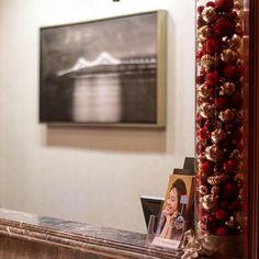 @c2mdesigns #instaxmas #christmasdecorating #christmas #holidaydecor #holiday #ornaments #cylinder #simplicity #minimalist #hotel #hotellobby #frontdesk #omni #omniprovidence @omniprovidence #luxury #luxurydesign #luxurylifestyle #designsthatrock Designer: #christinemccaffery #c2mdesigns #rhodeisland #boston #willtravel