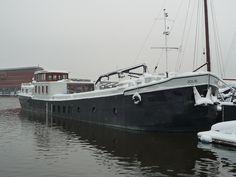 houseboat jolie winter waterloft
