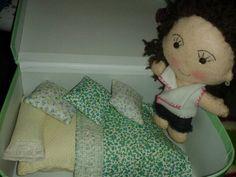 Maleta con camita y muñeca