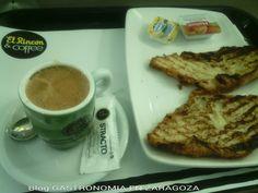 De Merienda en El Rincon & Coffee Foto: Cafe Cortado y Croissant Plancha Precio: 1,90