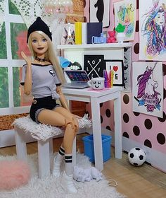 ideas toys photography barbie for 2019 Barbie Room, Barbie Dolls Diy, Barbie Fashionista Dolls, Barbie Doll House, Barbie Diorama, Vintage Barbie, Barbie Style, Diy Barbie Furniture, Dollhouse Furniture