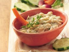 Betty Crocker's Heart Healthy Cookbook shares a recipe! Looking for an Italian appetizer? Then surprise your guests with this wonderful Parmesan and cannellini beans dip flavored with herbs - ready in 25 minutes! Italian Appetizers, Appetizer Dips, Appetizer Recipes, White Bean Dip, White Beans, White Bean Recipes, Healthy Cook Books, Dip Recipes, Healthy Recipes