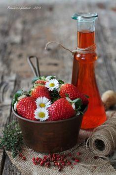 Aceto aromatizzato alle fragole, timo e pepe rosa