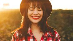 """Humaníssimo, quão bem você cuida da sua higiene bucal? Sabia que um estudo da Universidade da Califórnia descobriu que escovar os dentes todos os dias após as refeições diminui o risco de desenvolver demência? """"Como assim?"""", você deve estar se perguntando... Leia mais agora no Rumo aos 100. http://humanissimo.com.br/rumo-aos-100-cuide-da-sua-saude-bucal/"""