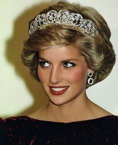 Princess Diana Tiara, Princess Diana Dresses, Princess Diana Wedding, Princess Diana Fashion, Princess Diana Pictures, Princess Diana Family, Charlize Theron Style, Lady Diana Spencer, Girl Face