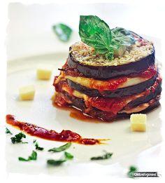 Berenjenas a la parmesana: http://www.cocina.es/blogs/oletusfogones/2013/05/23/berenjenas-a-la-parmesana/