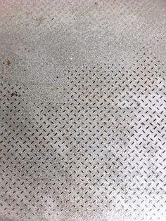 Metalen anti-slip frame: de structuur is metaal, de textuur is geribbeld.