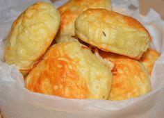 Reteta culinara Biscuiti cu cascaval si chimen din categoria Aperitive / Garnituri. Cum sa faci Biscuiti cu cascaval si chimen