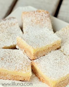 Ooey Gooey Butter Bars that melt in your mouth. One of our favorite desserts! Just Desserts, Delicious Desserts, Yummy Food, Homemade Desserts, Ooey Gooey Butter Bars, Cookie Recipes, Dessert Recipes, Bar Recipes, Dessert Ideas