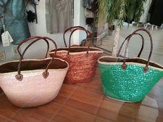 Capachos artesanos lentejuelas.  #Showroom #outlet #lookdecarrie C.C. Monteclaro Pozuelo de Alarcón