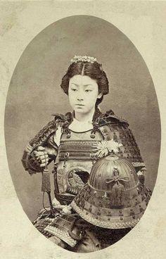 Foto de una guerrera Samurai. [1800s]                                                                                                                                                     Más